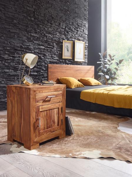 WOHNLING Nachttisch MUMBAI Massivholz Sheesham Design Nachtkommode 60 cm mit Schublade und Tür